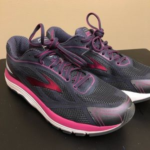 Be Dyad 9 Sz 11 M Womens Running Shoes Navy Pink